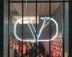 Valentino-Neon